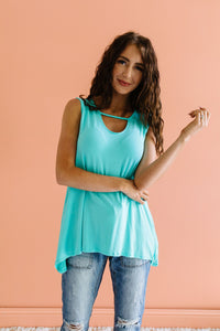 Keyhole & Pockets Tank In Mint