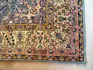 Large Persian design rug - 4x3m