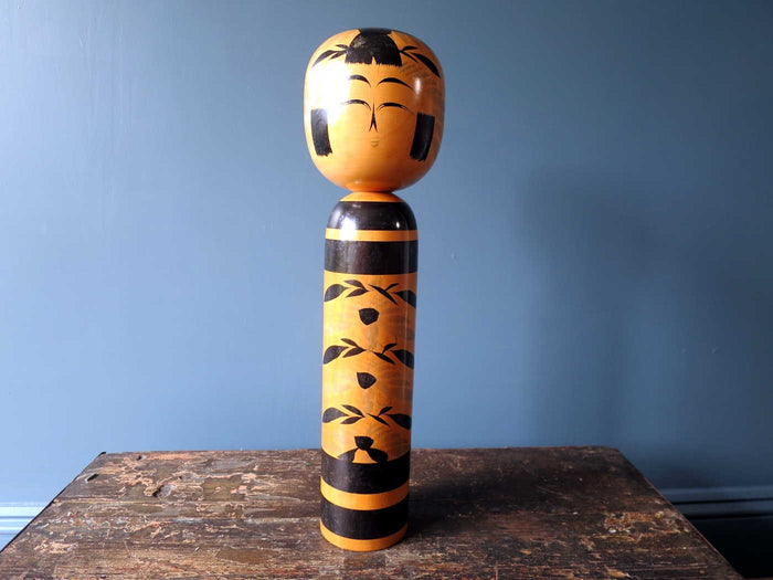 Kokeshi doll - Togatta with black faded chrysanthemum pattern - XL (47cm)