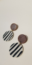 Load image into Gallery viewer, Wooden Circle Earrings -Ligne