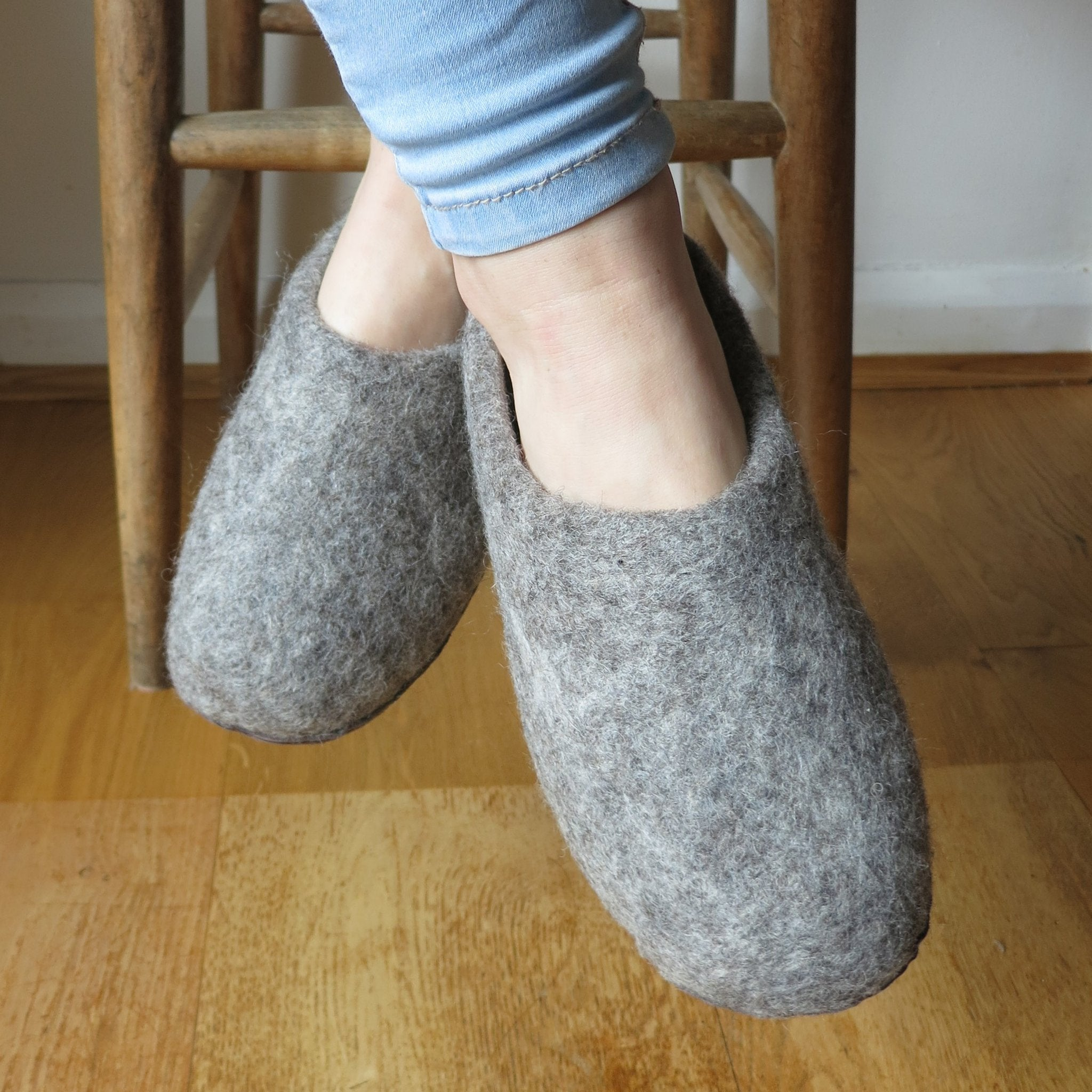 Aura Que Dark Grey Felted Wool Slippers Accessories- a-fly-went-by.myshopify.com