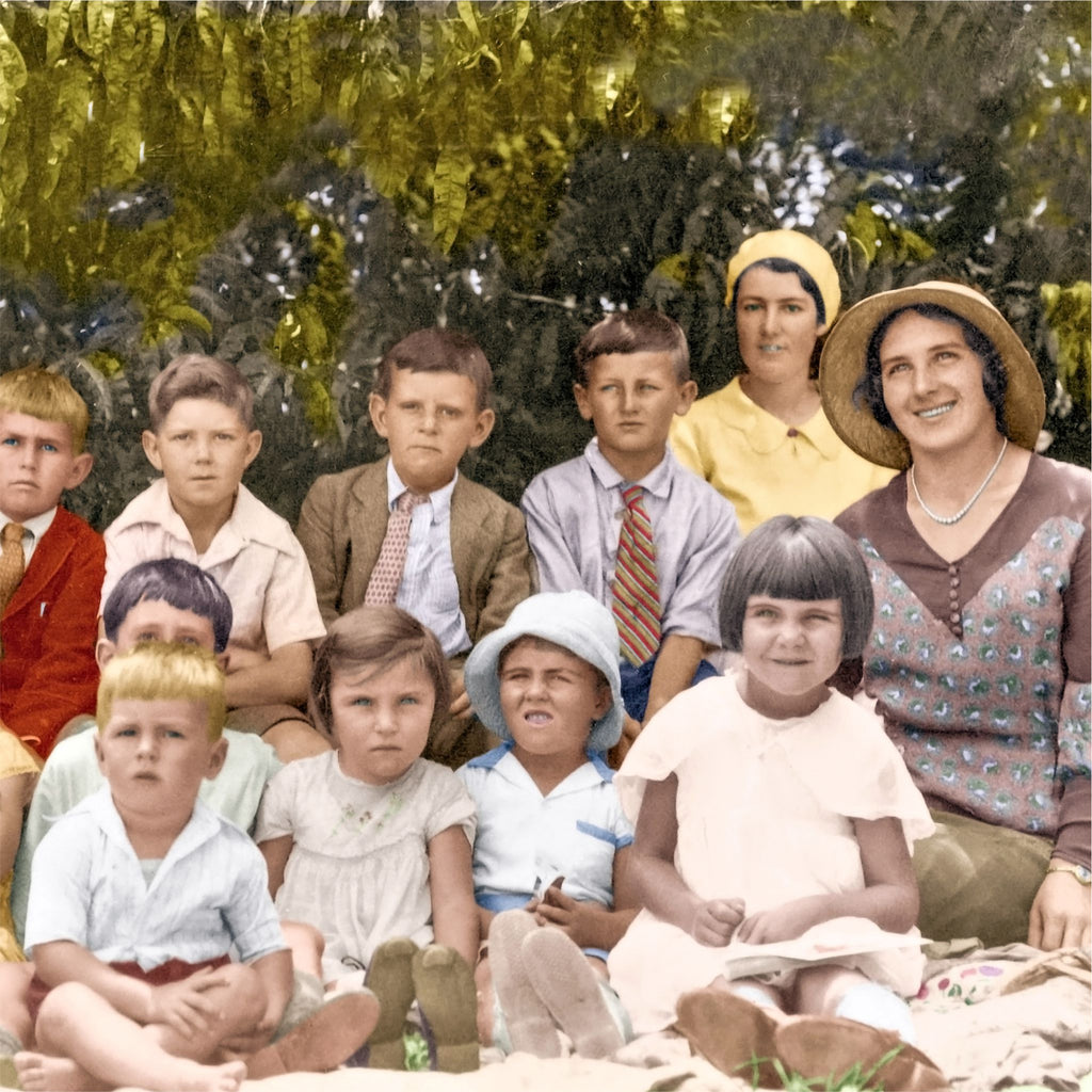 Group Photo Colorisation:  6 to 10 People