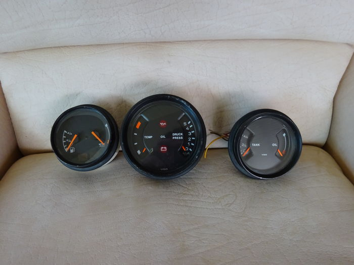 1988 - 1990 Porsche 911 gauges, tank, temperature, oil, battery - Formula 1 Memorabilia