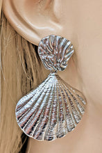 Load image into Gallery viewer, Silver Sea Shell Earrings