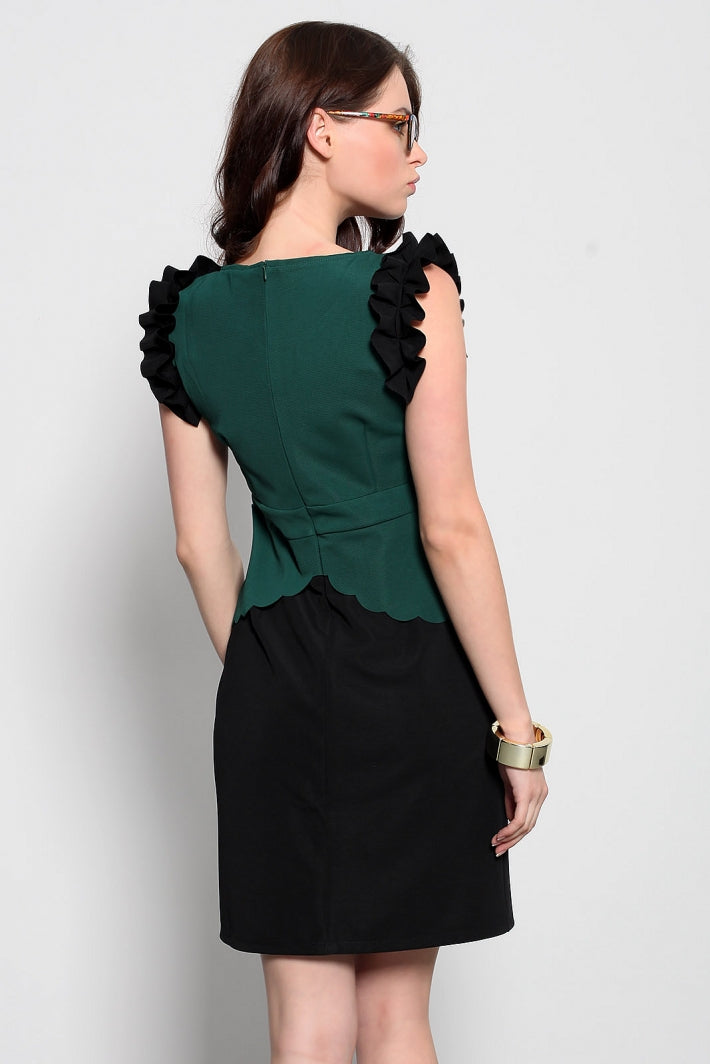 Dress with decorative frills - green