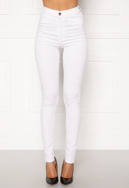 This is an image of The Beverly Super Stretch High Waist White Skinny Jeans. White Jeans are a Must Have for your everyday Spring/Summer Wardrobe.  These Jeans are High Waisted with a Skinny Fit, They are Super Stretchy quality making them Comfortable at the same time.  They have Faux Front Pockets, Regular Back Pockets and functional Belt loops.