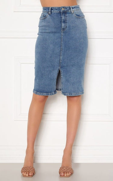 This Casual Blue Denim Midi Skirt is Perfect For Summer and is easy to wear with both Flats and Heels.   It has a Slit at the Centre Front and Functional Pockets & Belt Loops.  It is High Waisted and made of a Stretchy Woven Fabric.