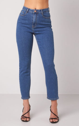 This is an Image of the Lana High Waist Ankle Length Jeans Medium Blue