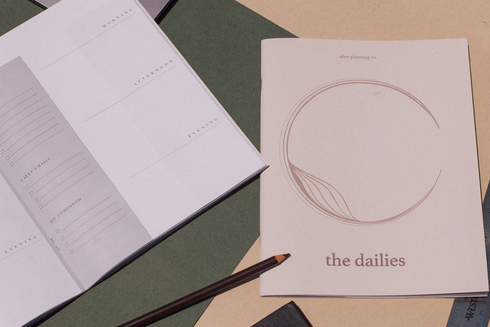 The Dailies: 30 Day Planner (Undated)