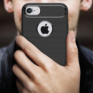 Coque reproduction carbone brossé anti traces d'empreintes pour iPhone 8