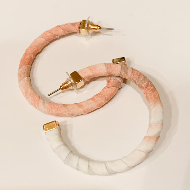 Fabric wrapped hoop earrings (Peach/White)