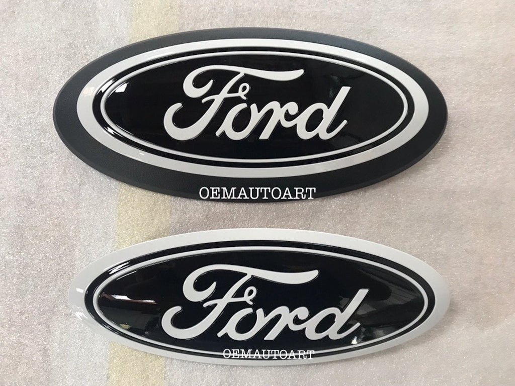 2015+ Ford Genuine Parts F-150 Custom Painted Grille & Tailgate Oval- Oxford White (YZ)/ Gloss Black (UA)