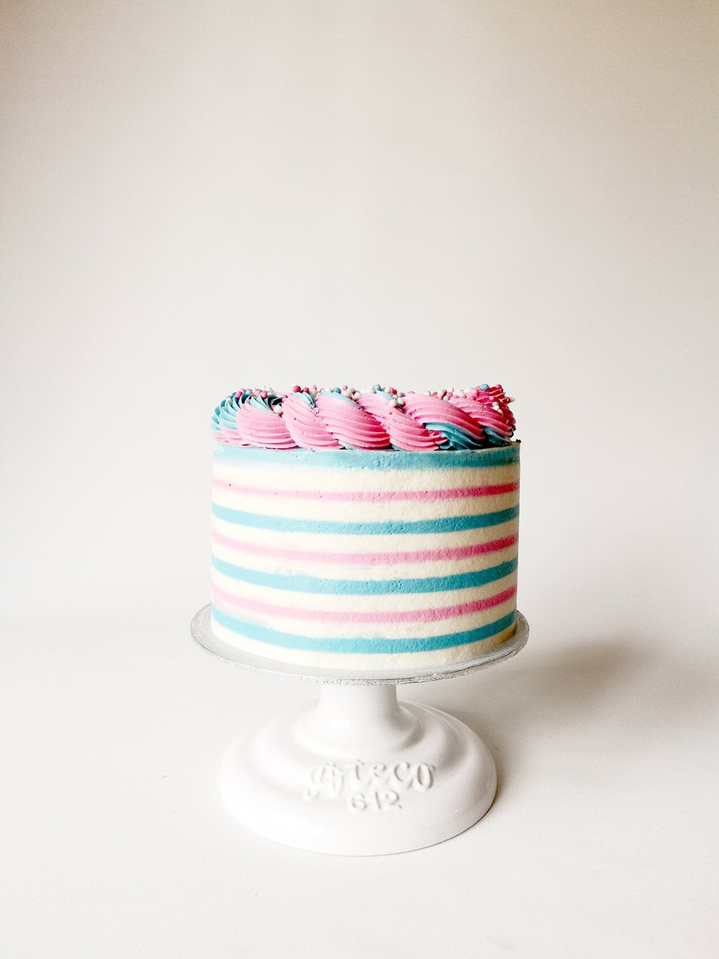 Dutch mice gender reveal cake