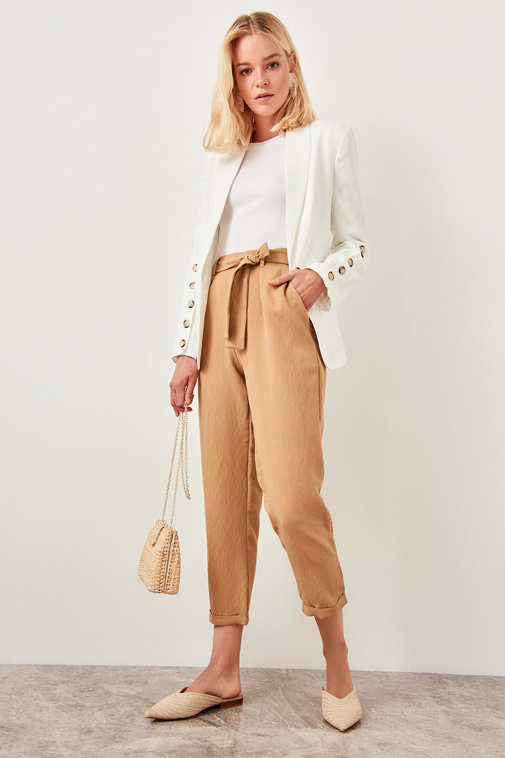Detailed beige trousers belt
