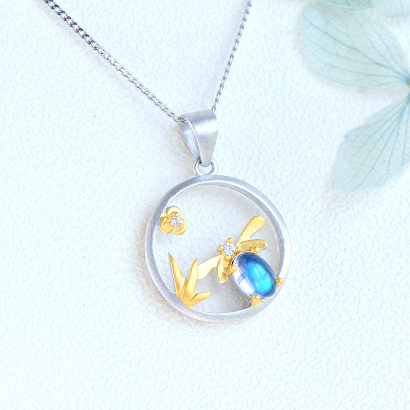 Bee Shaped Ladies Blue Moonstone Crystal Necklace Sterling Silver Pendant Necklace For Women Accessories