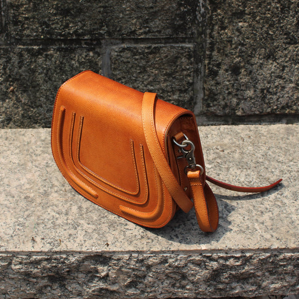 Vintage Handmade Leather Saddle Crossbody Shoulder Bag Round Bag Purses Women left