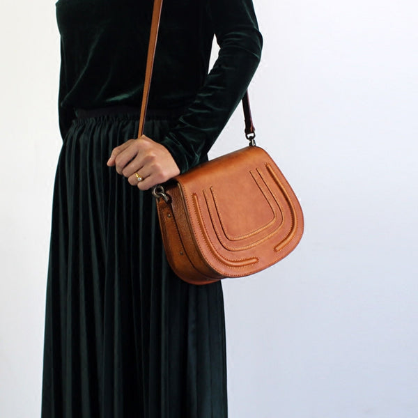 Vintage Handmade Leather Saddle Crossbody Shoulder Bag Round Bag Purses Women wear