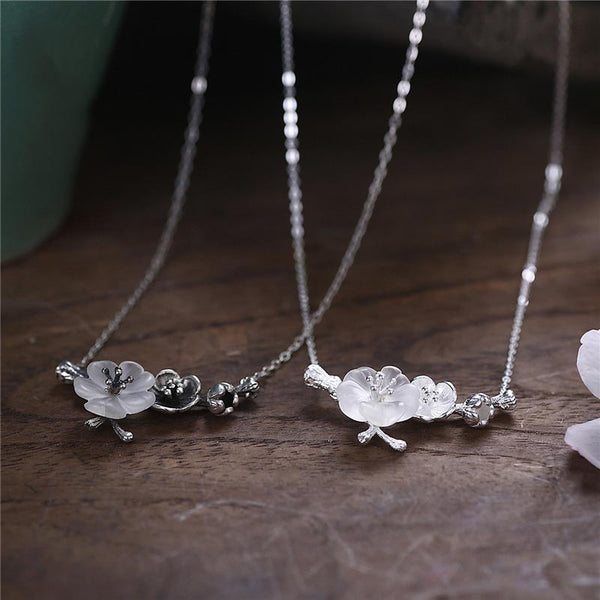 White Quartz Flower Pendant Necklace cute jewelry