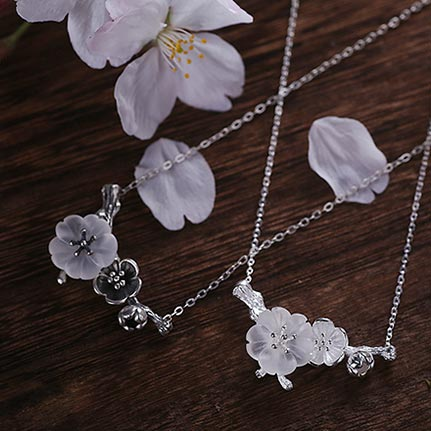 White Quartz Flower Pendant Necklace silver jewelry
