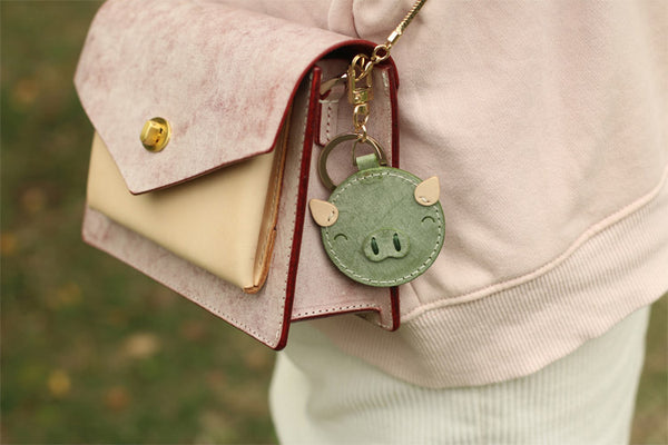 Womens Designer Keychains Cute Leather Piggy Keyrings for Women Accessories
