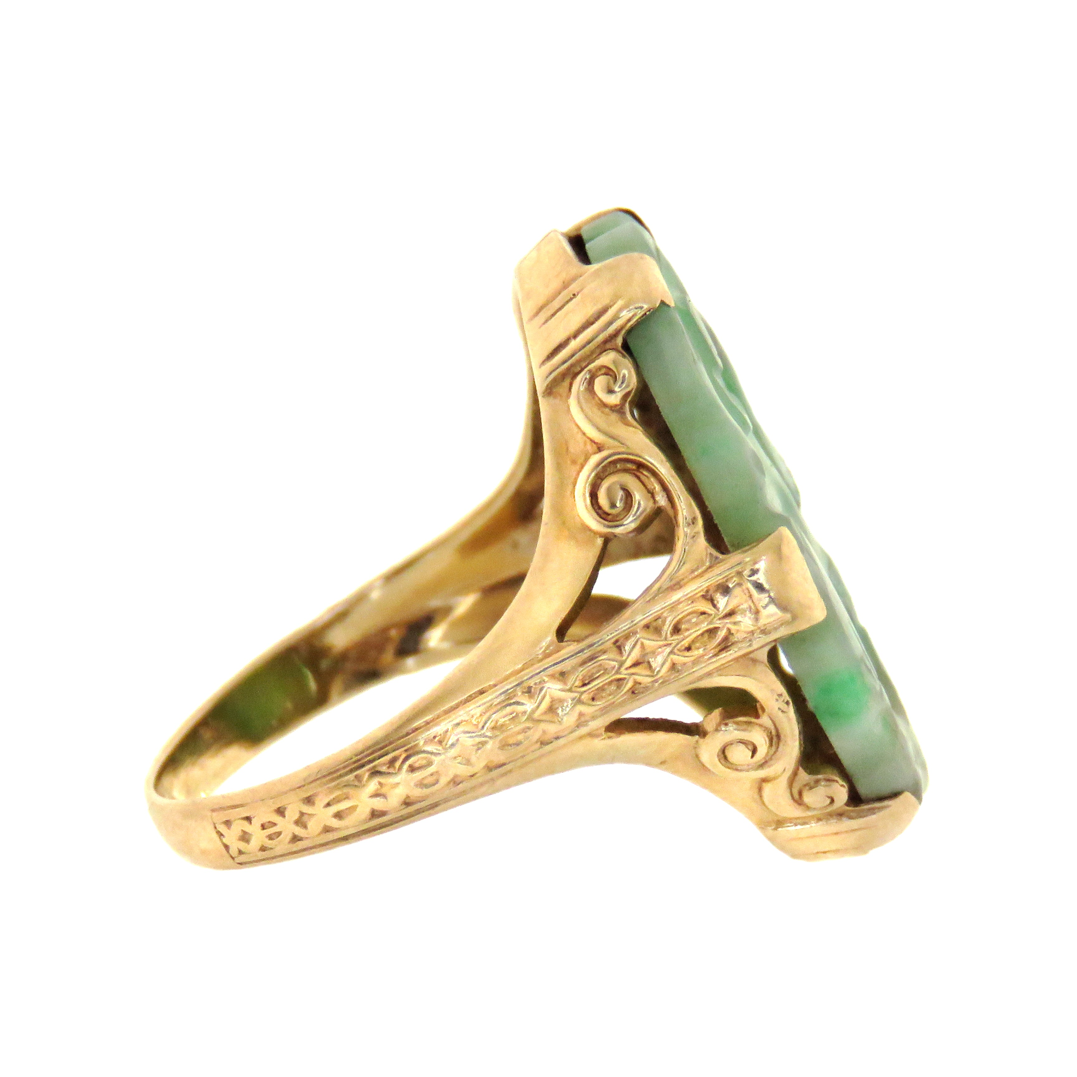 14ct Art Deco Carved Jade Plaque Ring