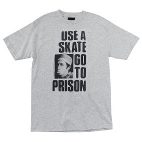 "Playera ""Thrasher Use a Skate Go to Prison """