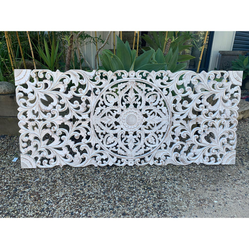 Sculptured wall feature