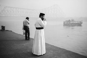 The long wait for the next boat on an early wintry morning. Fortunately - Tea! - Howrah