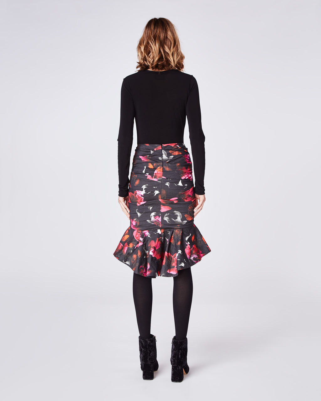 BH10418 - FRAGMENT FLORAL RUFFLE HEM SKIRT - bottoms - skirts - This floral fitted skirt that features a ruffled hemline. Falling mid thigh, this skirt is finished with a concealed zipper for closure and unlined.