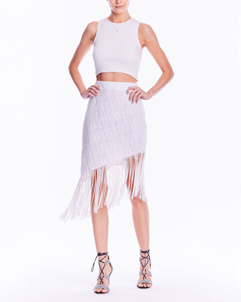 BL10109 - FRINGLE MOLA ASYMETRIC SKIRT - samples - bottoms - Cue the music. This asymmetrical skirt is essential for your evening with the girls: the hem is adorned with a chic row of fringe that moves with you. The white hue makes it simple to style. Dance, dance, dance. Final Sale