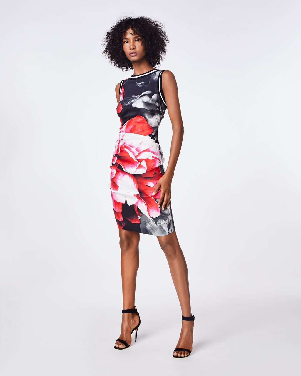 BO10159 - GIANT GARDEN LAUREN SHEATH DRESS - dresses - short - OUR CLASSIC LAUREN DRESS UPDATED IN THIS SEASON'S GIANT GARDEN PRINT. THE SLEEVELESS SILHOUETTE FEATURES A HIGH NECKLINE AND FITTED BODICE. FULLY LINED.