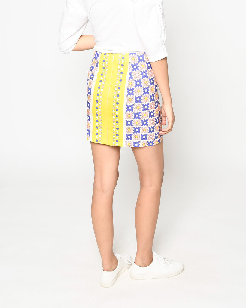 CS19052 - DAISY FIELD SCARF MINI SKIRT - bottoms - skirts - Our retro mini skirt is designed in one of our favorite bold prints for spring. The contrasting colors upgrade this classic silhouette. Add 1 line break Stylist Tip: Pair with a white tee or the matching top for a cute yet classic look. Alternate View