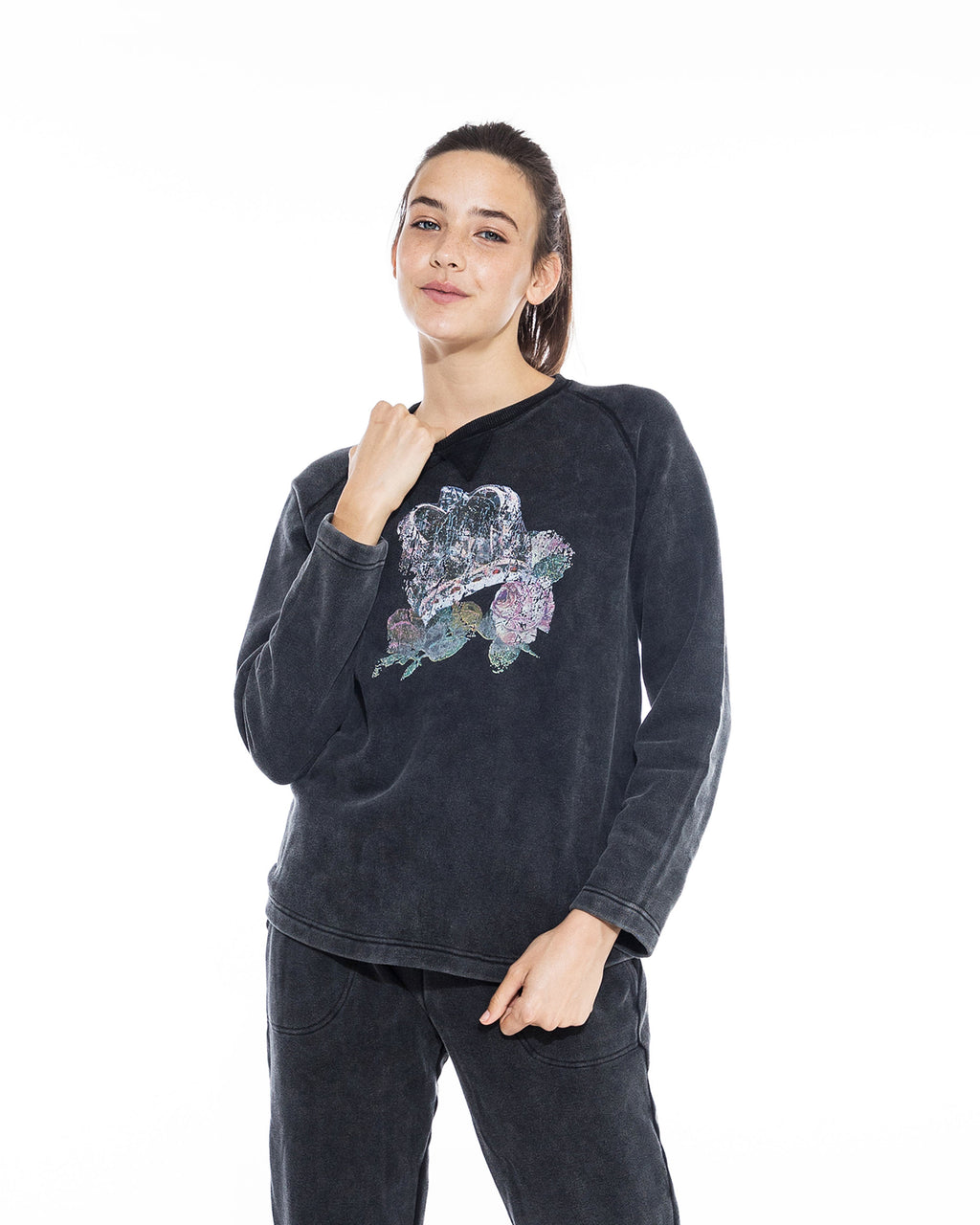 CT18622 - ROCK & ROYALTY CREW NECK SWEATSHIRT - tops - knitwear - Drawing inspiration from our Fall 2020 runway show, this 100% cotton piece is printed with a faded crown and rose graphic. Designed in a classic crew neck silhouette. Add 1 line break Stylist tip: Pair back with the matching joggers for a matching loungewear set.