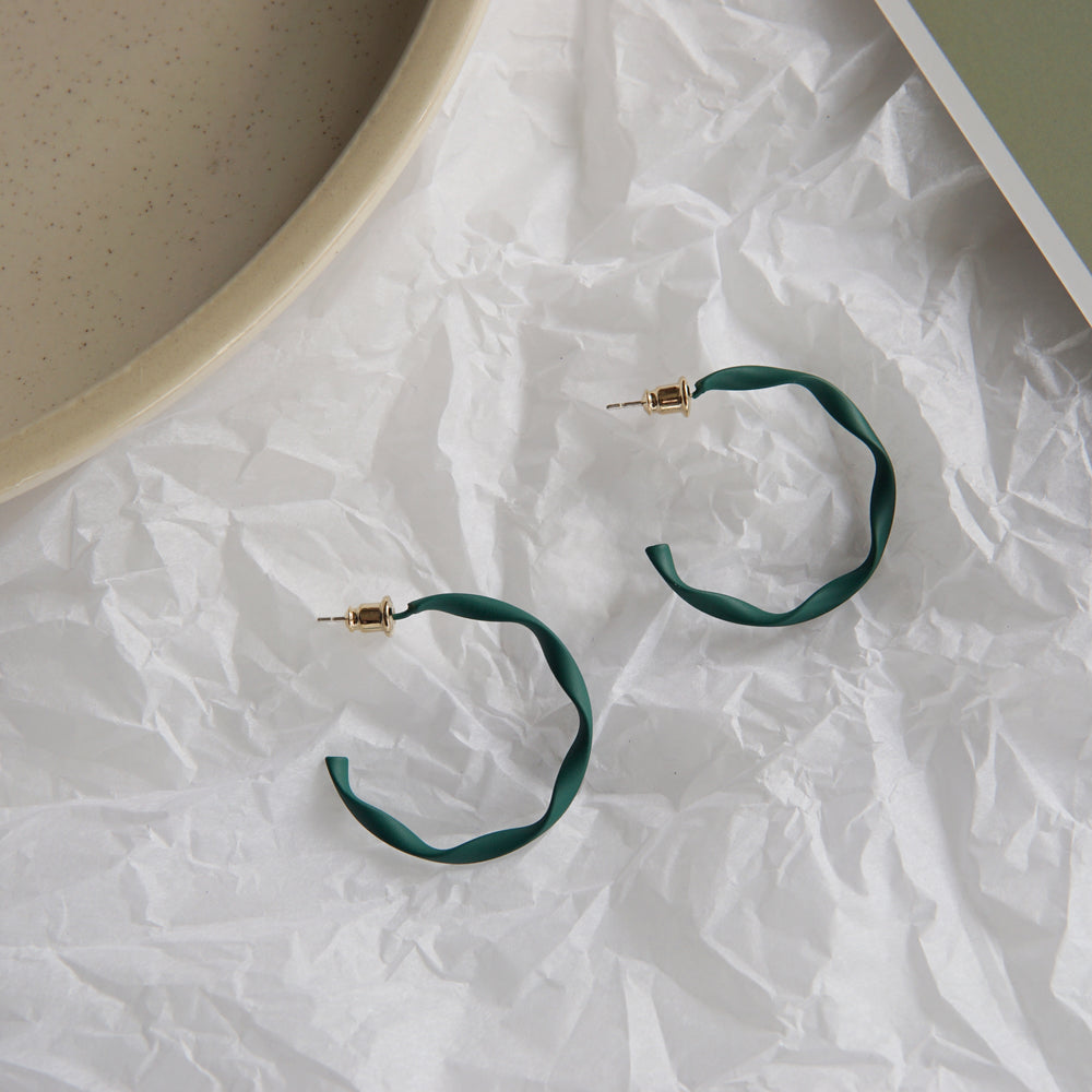 Pina Twisted Hoop Green - atto.studio