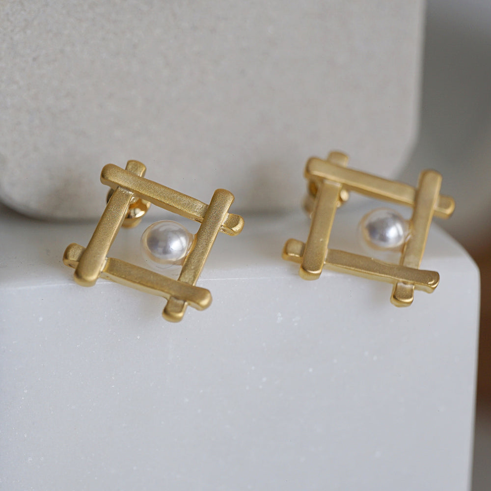 Jolie Pearl Stud Earrings - atto.studio