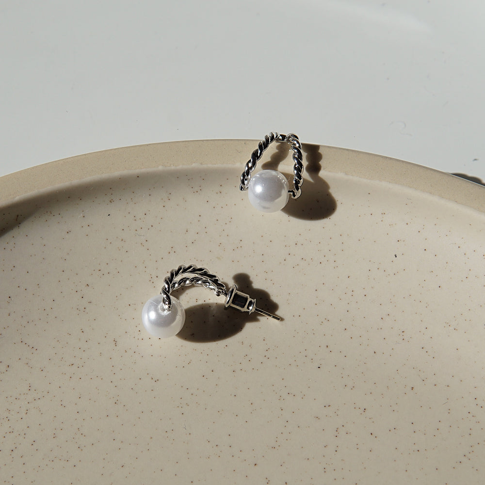 Load image into Gallery viewer, Julianne Stud Earrings SILVER - atto.studio