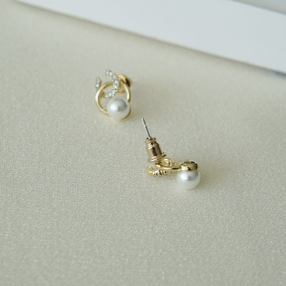 Mimiki Pearl Stud Earrings