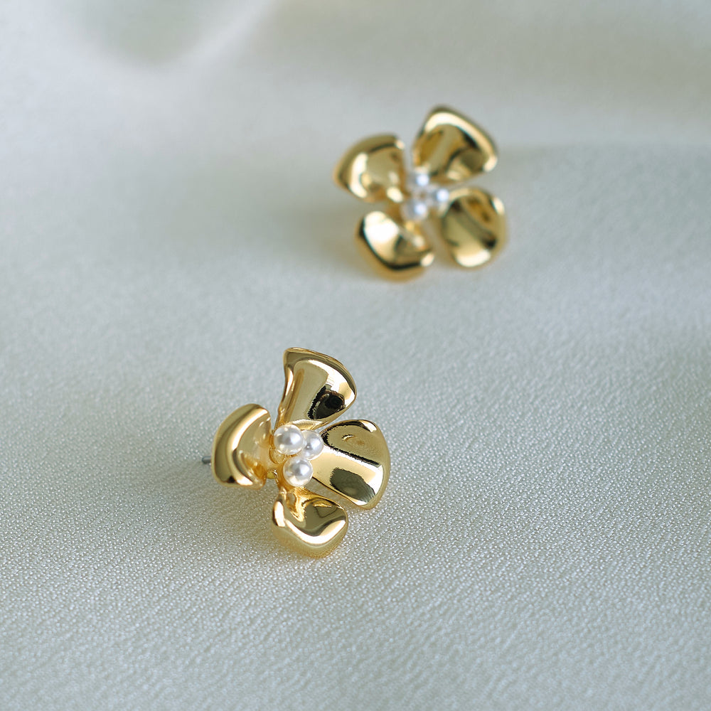 Anara Flower Stud Earrings