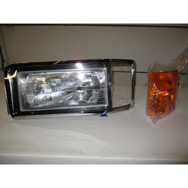 Park Lamp Assembly For A 1990 - 2006 Mack Ch Series With The Side Marker Lamp For Right And Left Sides.