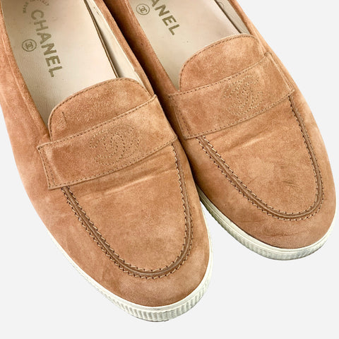 https://trendful.com/products/chanel-light-brown-suede-round-toe-loafers?_pos=1&_sid=c04b1c941&_ss=r