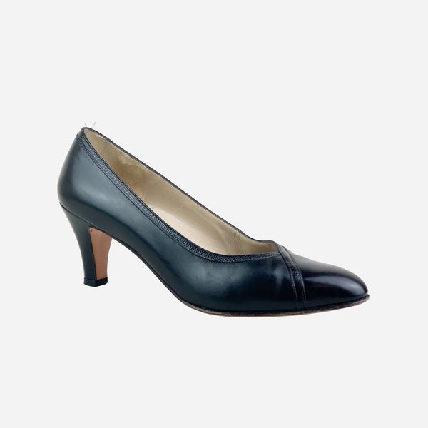 Black Leather Semi-Pointed Toe Pumps