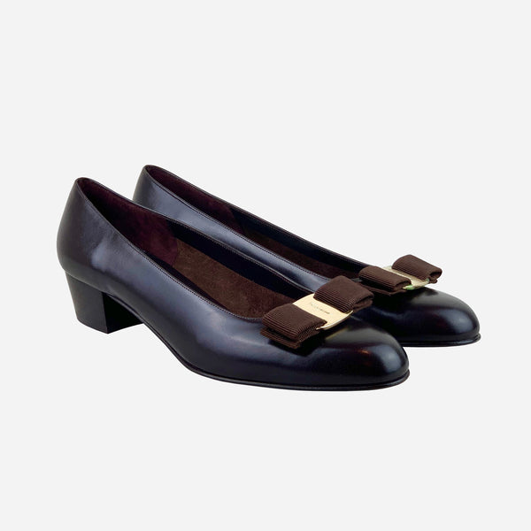 Chocolate Leather Vara Bow Round-Toe Low-Heeled Pumps