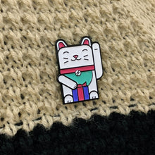 Maneki-neko Good Luck Pin