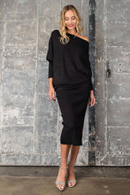 Load image into Gallery viewer, Black Ribbed Pencil Skirt