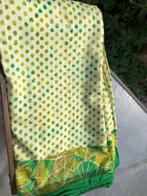 Green Polka Dot Sa.ree Blanket
