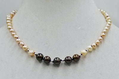 Adjustable choker made of cultured pearls. Sterling Silver clasp. 13.5 - 17.25