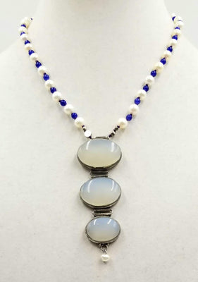 A devine pendant necklace of pearls, blue aventurine & chalcedony.19
