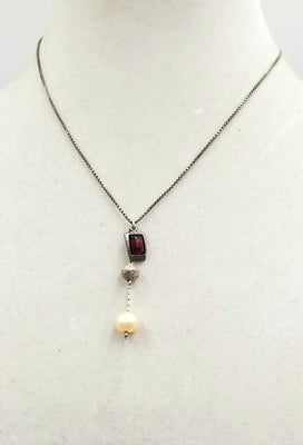 Sterling silver, Baltic amber & fresh-water cultured pearl pendant necklace. 16.25