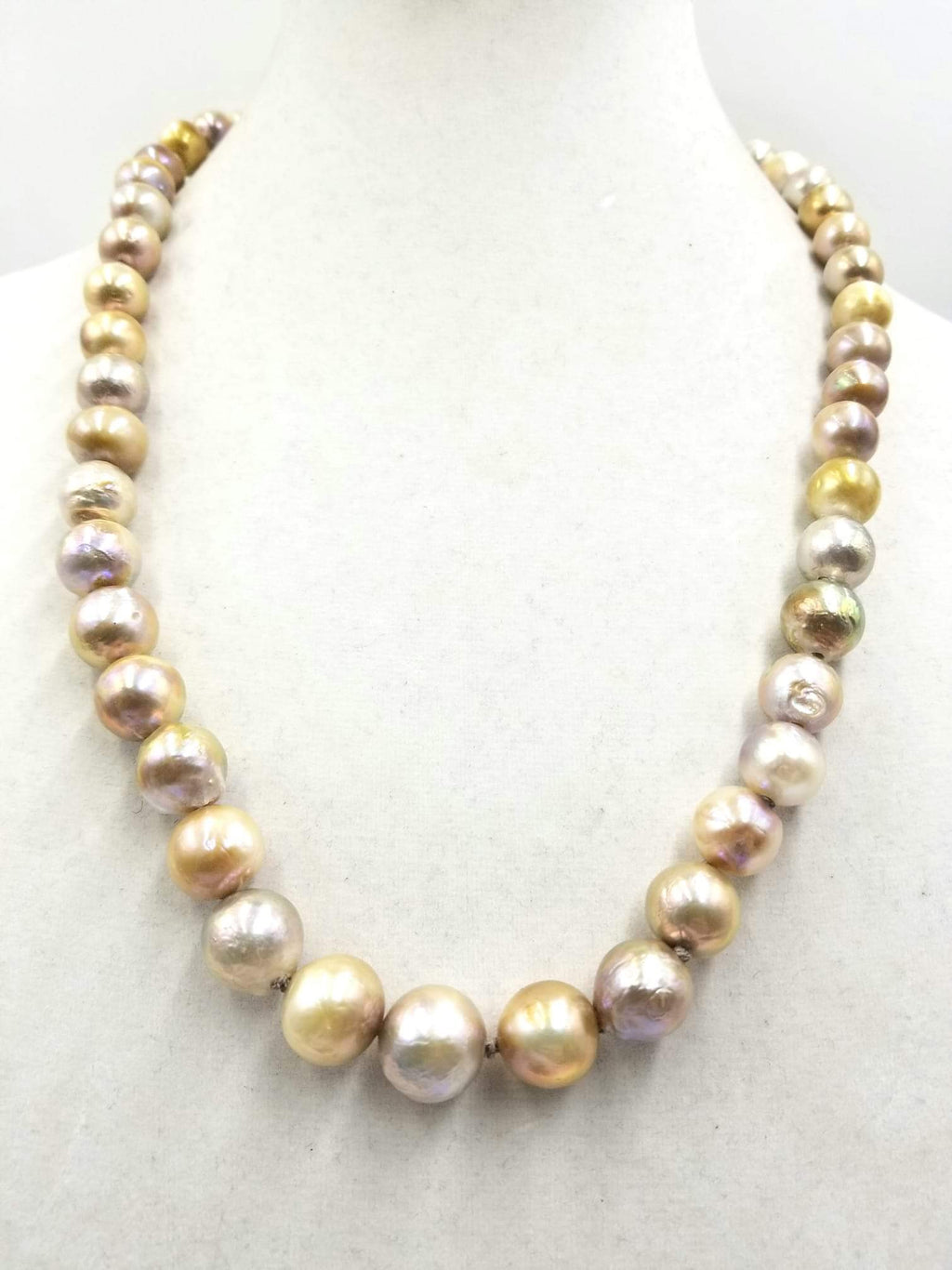 Splendid graduated South Seas Pearl necklace with 14K yellow gold clasp. hand-knotted with dove gray silk.