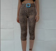 Load image into Gallery viewer, Tiny Leopared Midi Tights